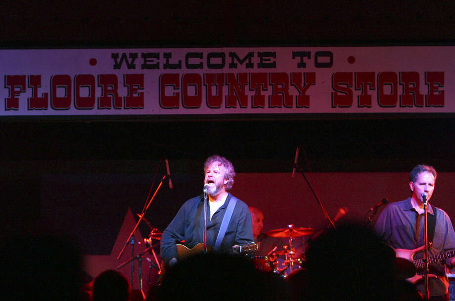 Robert Earl Keen (center) is one of the many top acts to perform through the years at Floore's Country Store. Photo: Express-News File Photos / SAN ANTONIO EXPRESS-NEWS