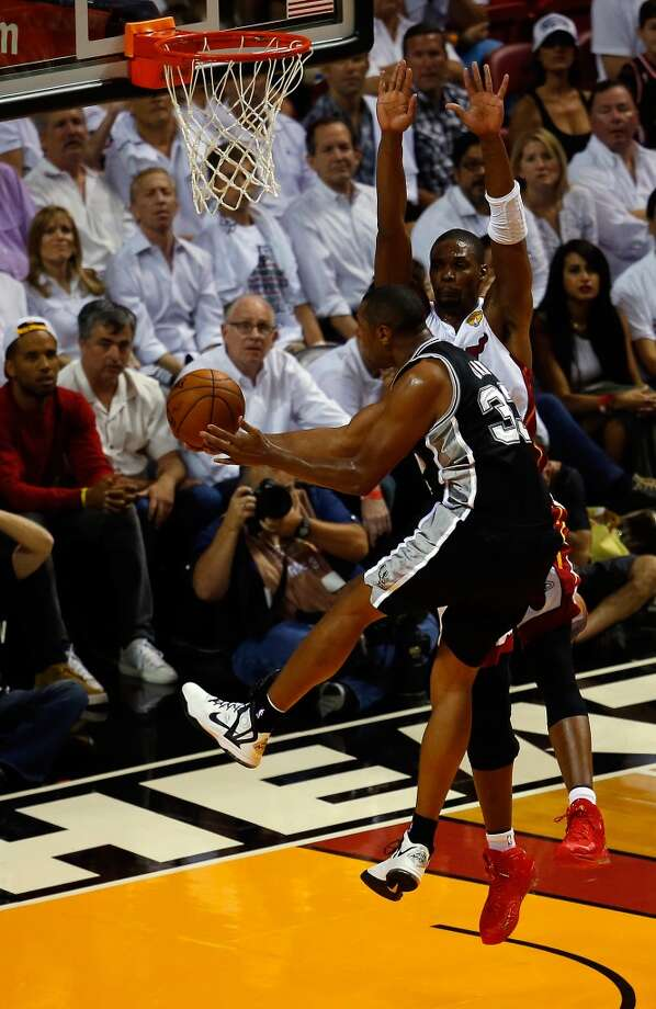 Boris Diaw goes to the basket against Chris Bosh. Photo: Chris Trotman, Getty Images