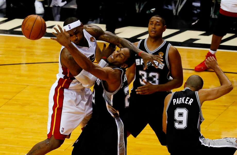 LeBron James battles against Kawhi Leonard for a rebound. Photo: Chris Trotman, Getty Images