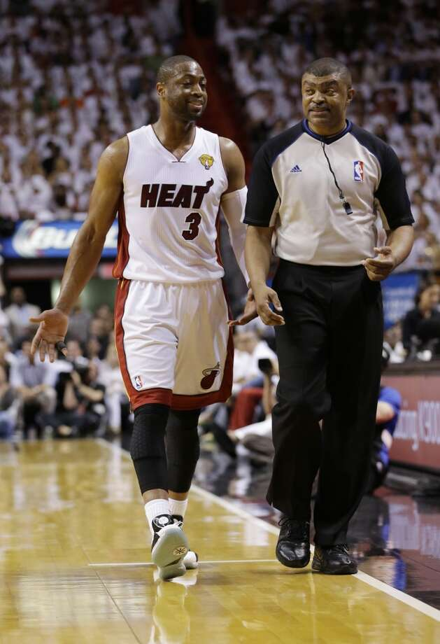 Heat guard Dwyane Wade (3) gestures to an official. Photo: Wilfredo Lee, Associated Press