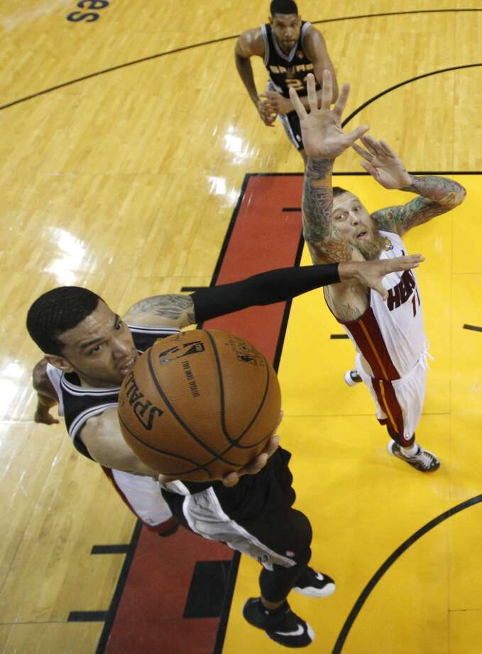 Spurs guard Danny Green (4) drives to the basket over Heat forward Chris Andersen (11). Photo: Lynne Sladky, Associated Press