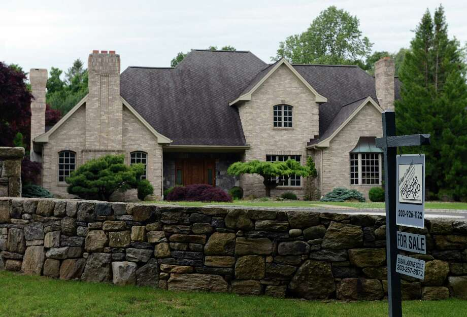A home for sale at 475 Isinglass Road in Shelton, Conn. Photo: Autumn Driscoll / Connecticut Post