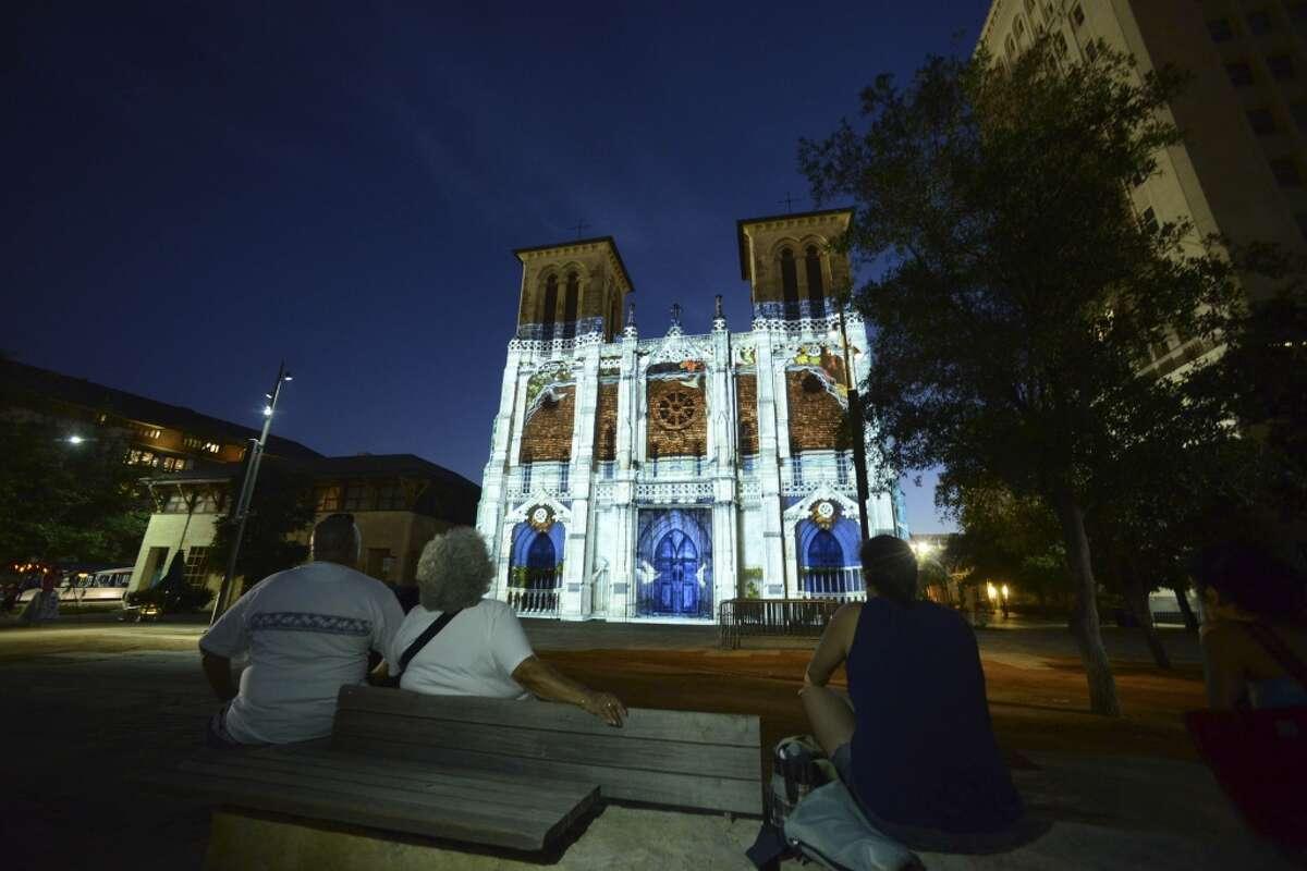 """People in Main Plada watch during a sneak peek showing of """"San Antonio �"""