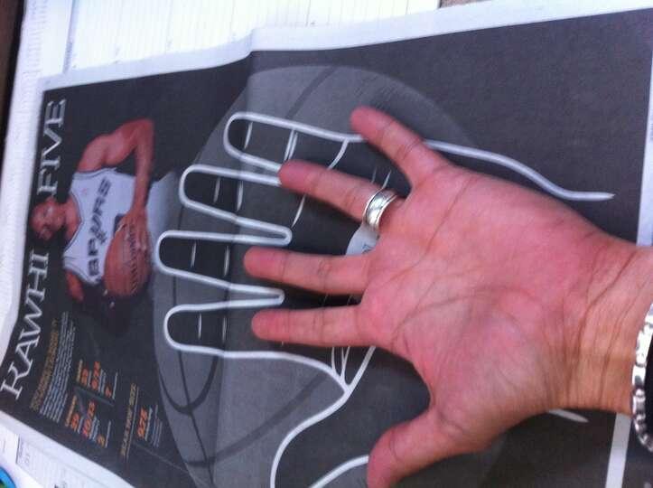Spurs Kawhi Leonard S Hand Measures 9 75 Inches Long