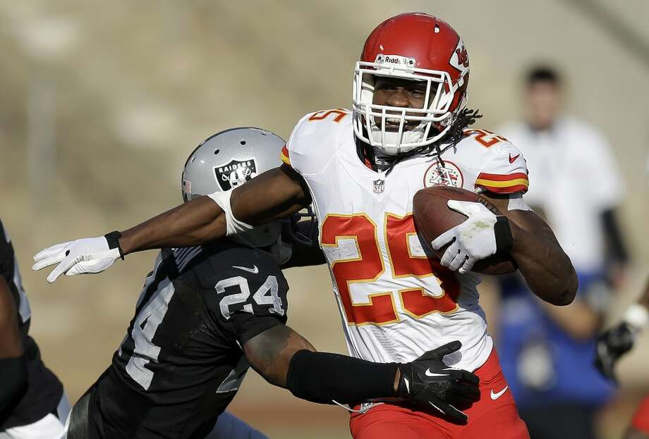 9. Jamaal Charles | Kansas City Chiefs | $5,400,000 APY 2013 stats: 259 rushing attempts, 1,287 yards, 12 touchdowns | 70 receptions, 693 yards, 7 touchdowns Photo: Ben Margot, Associated Press