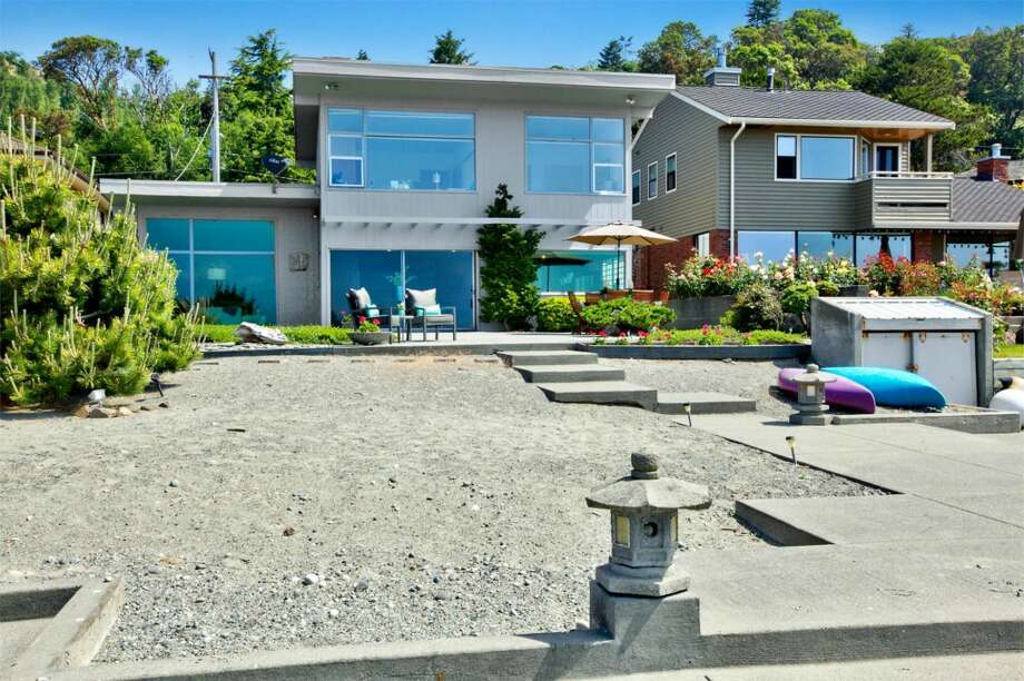 Water side of 11201 Arroyo Beach Place S.W. Photo:  Nic Aston/Cascade ProMedia, Courtesy Kathryn Hildebrand/Keller Williams Seattle Metro