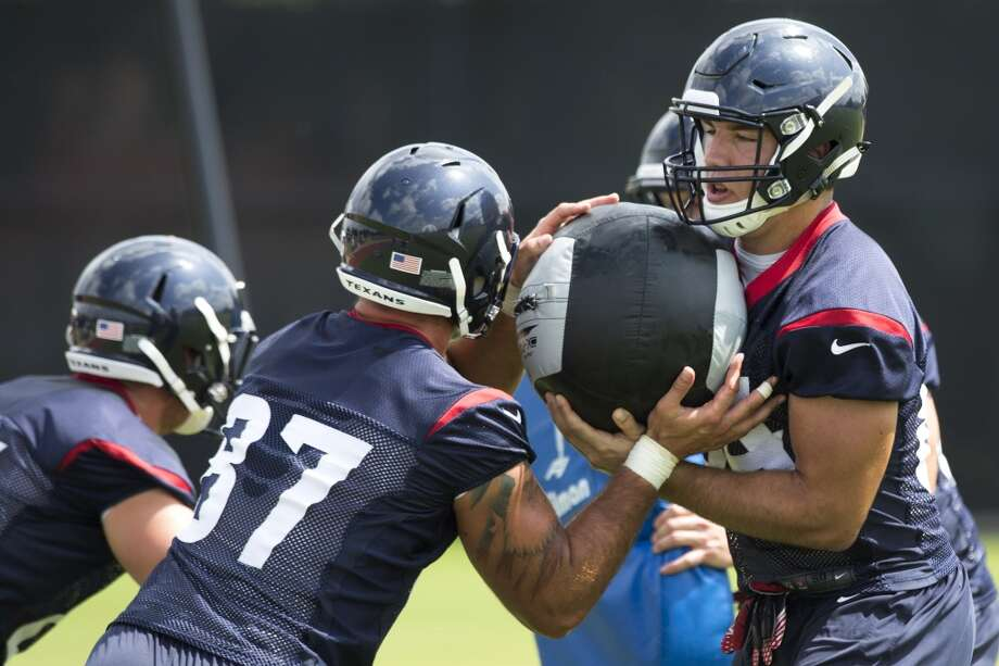 Texans tight ends C.J. Fiedorowicz (87) and Ryan Griffin run through a blocking drill. Photo: Brett Coomer, Houston Chronicle