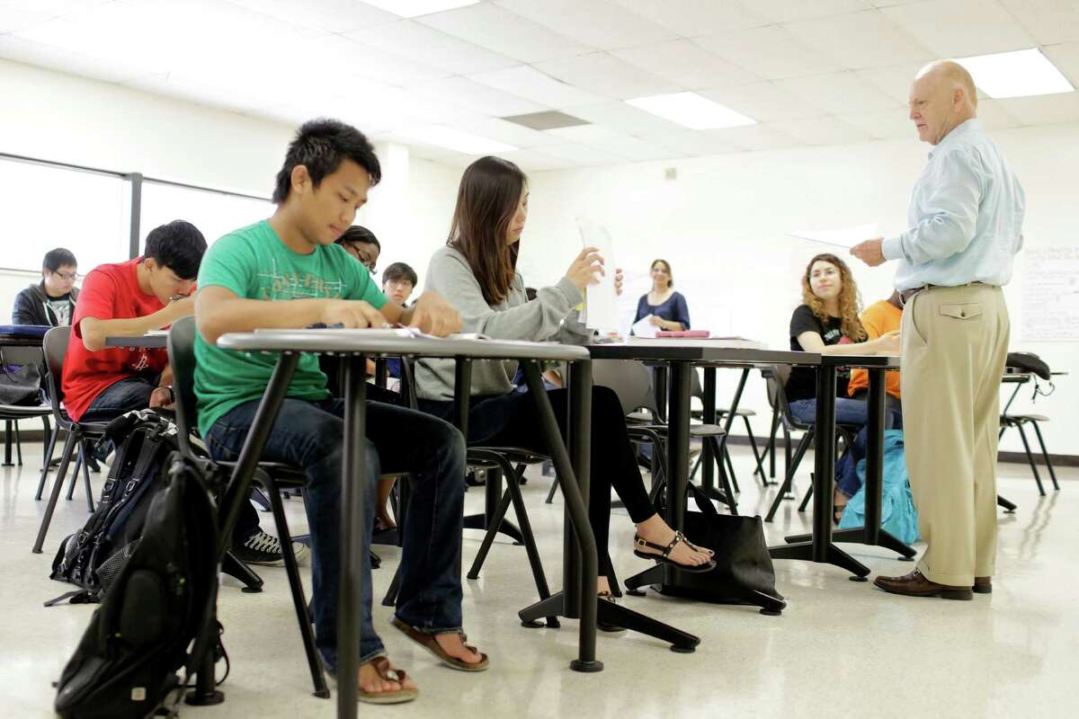 English professor, Philip Hardy, gives a lesson, during an intensive English class, Thursday, September 13, 2012 at Houston Community College main campus in Houston, Texas. (TODD SPOTH FOR THE CHRONICLE)
