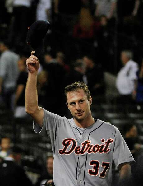 Max Scherzer salutes the crowd after throwing a three-hit shutout. Photo: David Banks, Stringer / 2014 Getty Images
