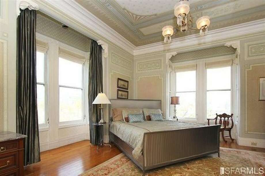 Another large bedroom with great Alamo Square Park views. Photo: SFARMLS