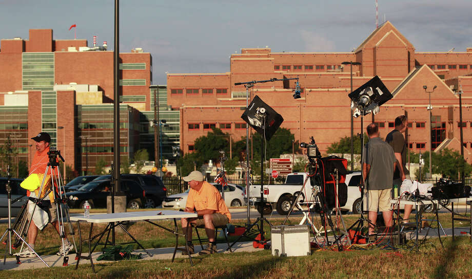 News crews are present Friday June 13, 2014 at San Antonio Military Medical Center after the arrival of Army Sergeant Bowe Bergdahl. Bergdahl was held captive by the Taliban in Afghanistan and was recently released in a controversial prisoner swap for Taliban prisoners held at Guantanamo Bay, Cuba. Photo: JOHN DAVENPORT, San Antonio Express-News / ©San Antonio Express-News/John Davenport