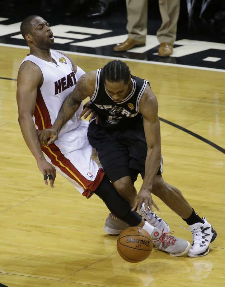 Spurs forward Kawhi Leonard (2) drives around Heat guard Dwyane Wade during the second half in Game 4 of the NBA Finals. Photo: Wilfredo Lee, Associated Press
