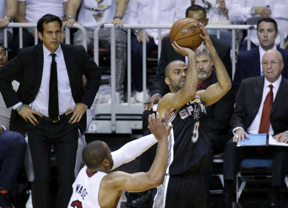 Tony Parker shoots in the first half in Game 4 of the NBA Finals. Photo: Wilfredo Lee, Associated Press
