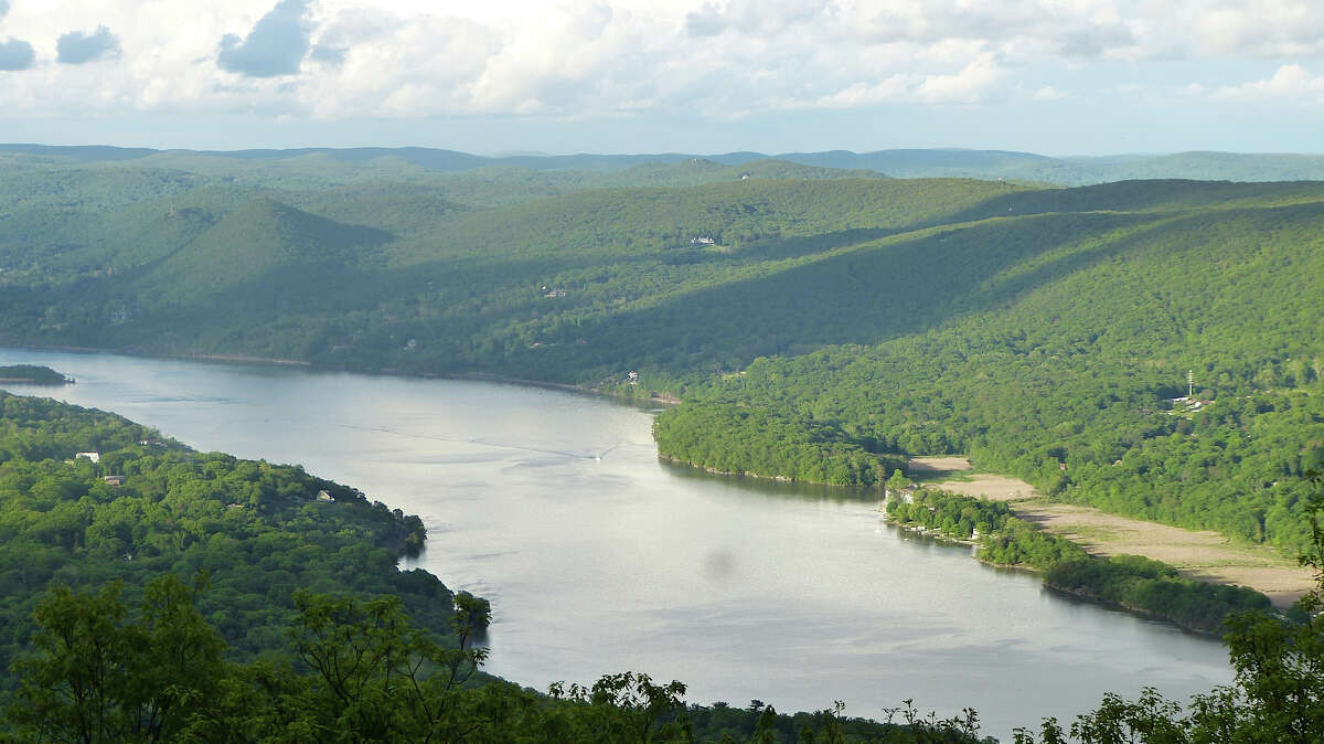 Bear Mountain: Red, White, and Yellow Loops - Danbury Length:2.2 Miles Elevation Gain:344 Feet Difficulty:Medium