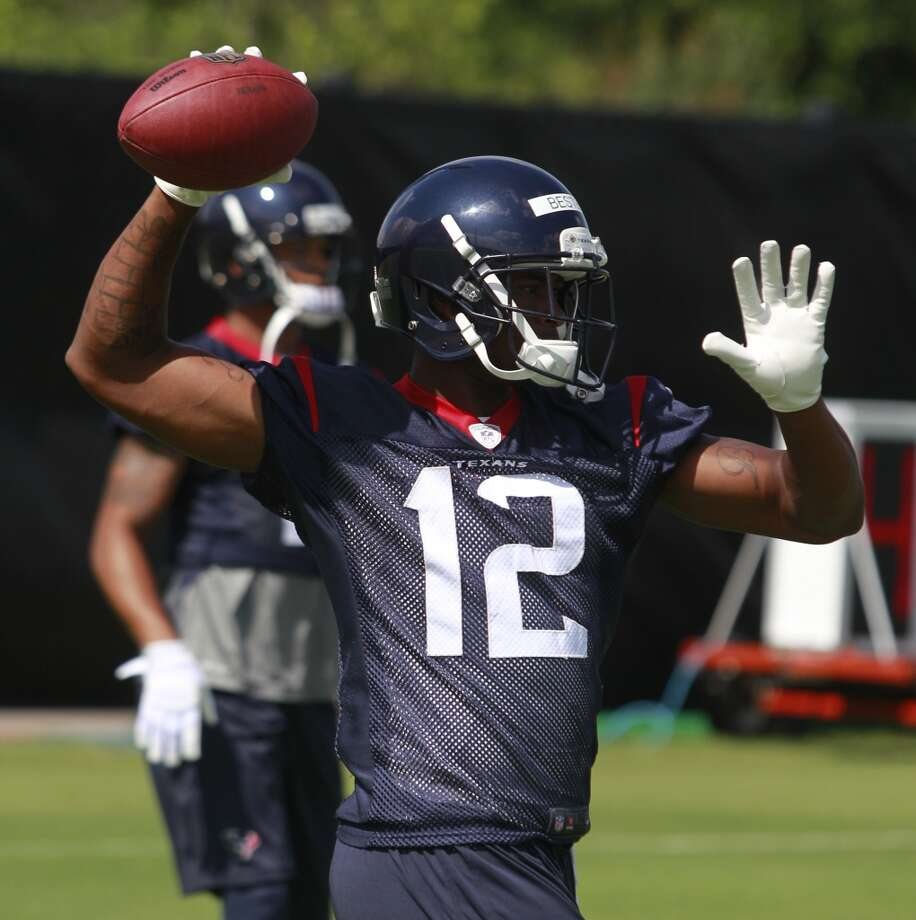 Lacoltan Bester throws the ball back during a drill. Photo: Melissa Phillip, Houston Chronicle