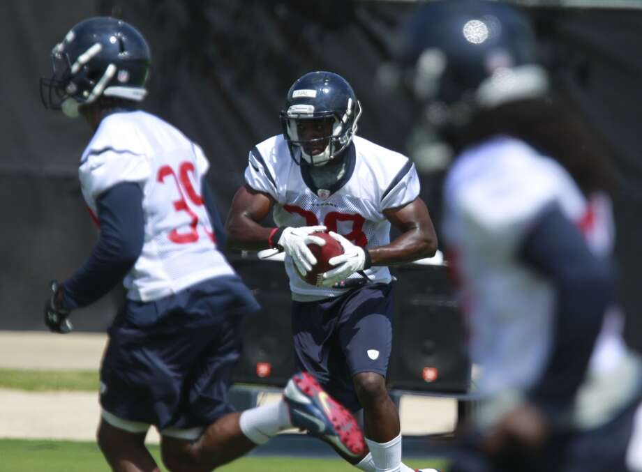 Andre Hal (38) runs with the ball. Photo: Melissa Phillip, Houston Chronicle