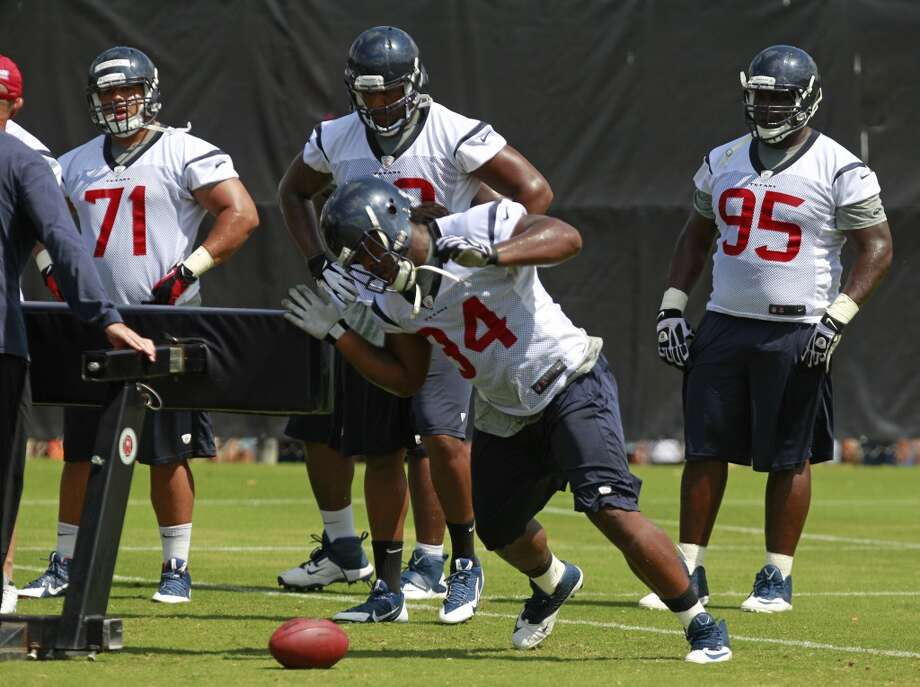 A.J. Bouye (34) runs a drill. Photo: Melissa Phillip, Houston Chronicle