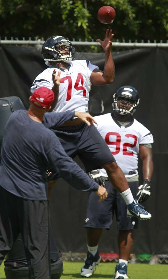 Julius Warmsley (74) and Louis Nix III (92) work out during OTAs. Photo: Melissa Phillip, Houston Chronicle