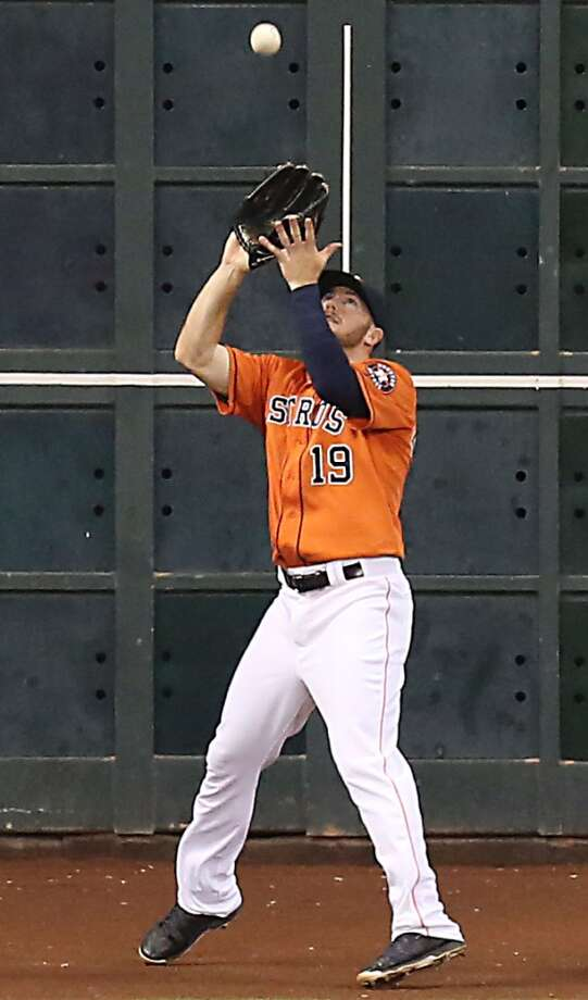 Astros left fielder Robbie Grossman catches a fly ball during the fifth inning. Photo: James Nielsen, Houston Chronicle