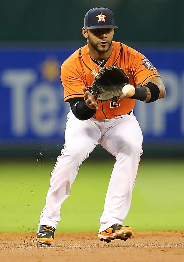 Astros shortstop Jonathan Villar fields the ball during the second inning. Photo: James Nielsen, Houston Chronicle