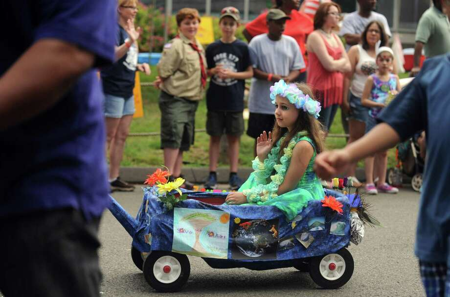 Scenes from the Barnum Festival Wing Ding Parade for Kids Saturday, June 14, 2014, at Connecticut's Beardsley Zoo. Photo: Autumn Driscoll / Connecticut Post