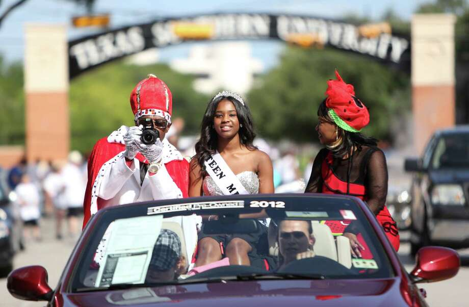 Lonnie King, Jasmine Smith, 15, is Teen Miss Juneteenth, and Sherry Browning, is Miss Juneteenth, follow the grand marshals of the Emancipation Park's Juneteenth Parade on Saturday in Houston. Photo: Mayra Beltran, Houston Chronicle / © 2014 Houston Chronicle