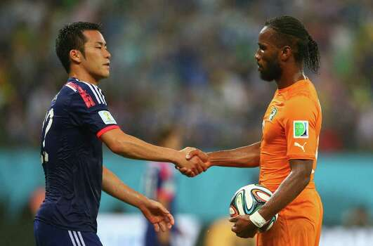RECIFE, BRAZIL - JUNE 14: Maya Yoshida of Japan shakes hands with Didier Drogba of the Ivory Coast after the 2014 FIFA World Cup Brazil Group C match  between the Ivory Coast and Japan at Arena Pernambuco on June 14, 2014 in Recife, Brazil. Photo: Julian Finney, Getty Images / 2014 Getty Images