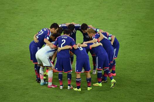 RECIFE, BRAZIL - JUNE 14:  The Japan team huddle during the 2014 FIFA World Cup Brazil Group C match  between the Ivory Coast and Japan at Arena Pernambuco on June 14, 2014 in Recife, Brazil. Photo: Matthias Hangst, Getty Images / 2014 Getty Images
