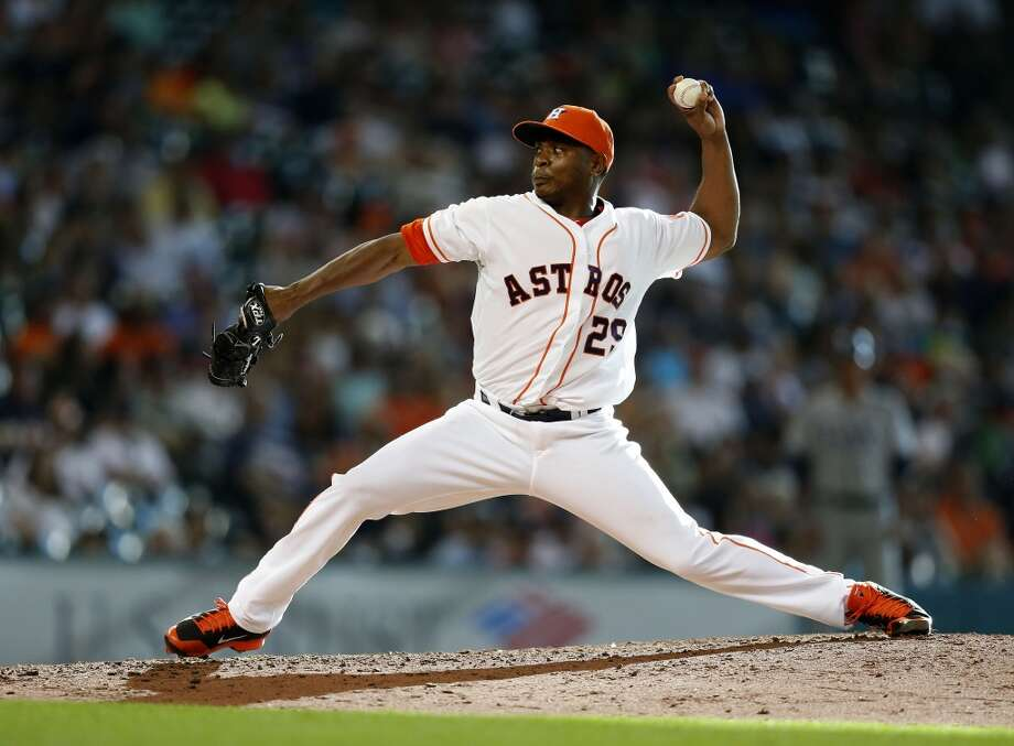 Astros relief pitcher Tony Sipp pitches during the eighth inning. Photo: Karen Warren, Houston Chronicle