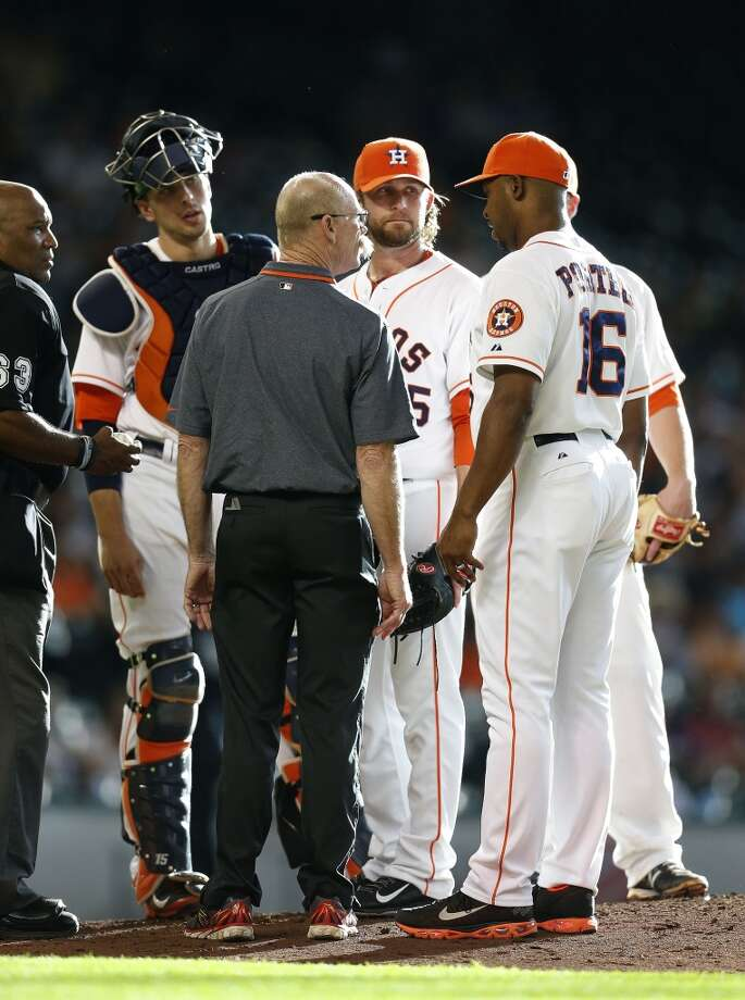Astros relief pitcher Josh Fields is pulled off the mound due to injury as manager Bo Porter (16) confers with trainer Rex Jones during the ninth inning. Photo: Karen Warren, Houston Chronicle