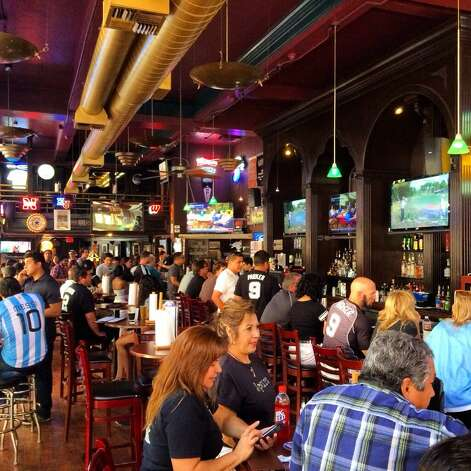 The Ticket in downtown San Antonio is already packed for Game 5, Sunday, June 15, 2014. Photo: Benjamin Olivo, San Antonio Express-News