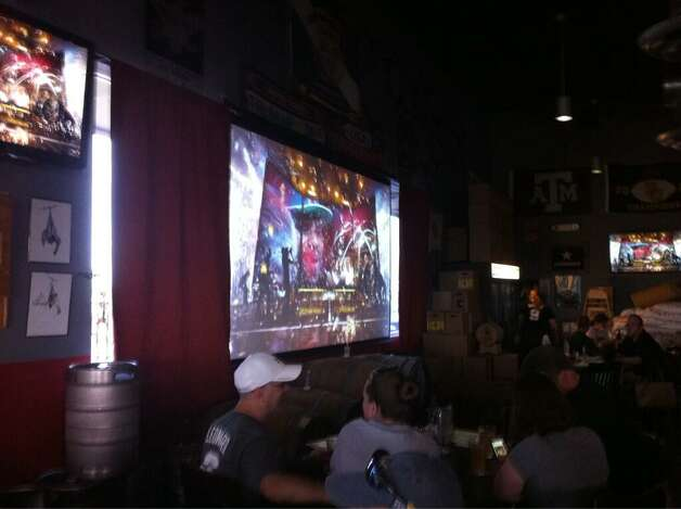 When the biggest screen Freetail Brewing Co. switched from World Cup to NBA Finals the crowd went wild on Sunday, June 15, 2014. Photo: Jennifer R. Lloyd, San Antonio Express-News