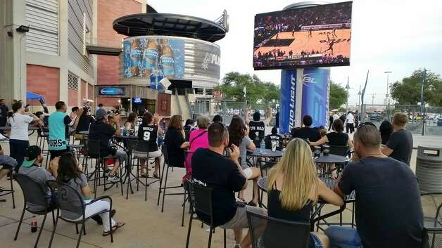 Spurs fans cheer in the start if the second quarter at the Bud Light courtyard watch party on Sunday, June 15, 2014. Photo: Jacob Beltran/San Antonio Express-News