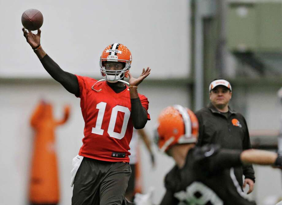 In the latest attempt to revive his NFL career, Vince Young signed with Cleveland on May 1 but was cut on May 12, just days after the Browns drafted Texas A&M quarterback Johnny Manziel in the first round. Photo: Mark Duncan, STF / AP