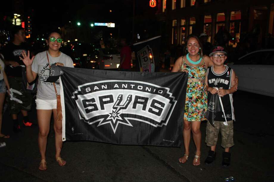 San Antonio celebrates the Spurs fifth NBA title. Photo: Elizabeth Castillo/ Express News