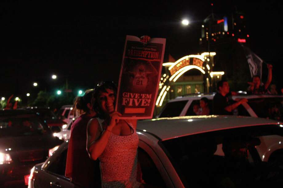 San Antonio celebrates the Spurs fifth NBA title. Photo: Elizabeth Castillo/ Express News