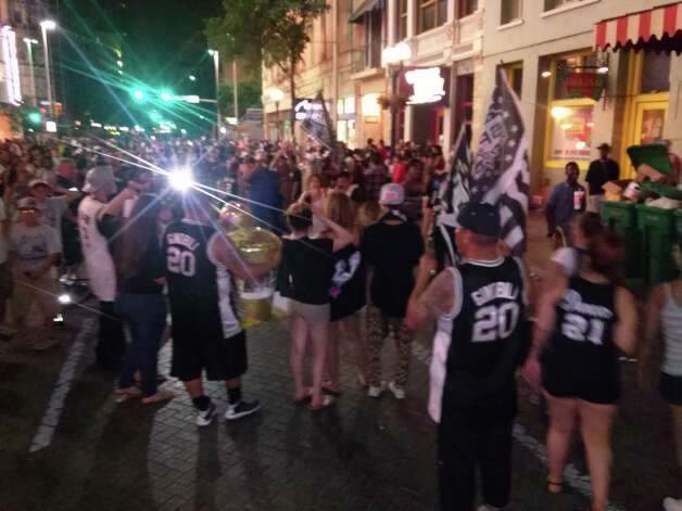 Spurs fans celebrate downtown after the team won its fifth title on Sunday, June 15, 2014. Photo: Francisco Vara-Orta/San Antonio Express-News