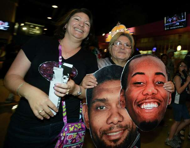 San Antonio Spurs fans celebrate after the Spurs' victory over Miami in the NBA Finals in the AT&T Center on Sunday, June 15, 2014. Photo: Billy Calzada, Express-News Staff / San Antonio Express-News