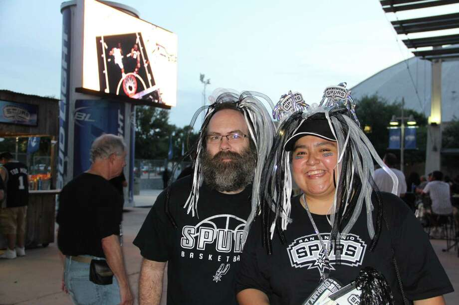 Fans turned out in force to watch the Spurs close out the 2014 NBA Finals at the AT&T Center's viewing party. Photo: By Jacob Beltran, Express-News
