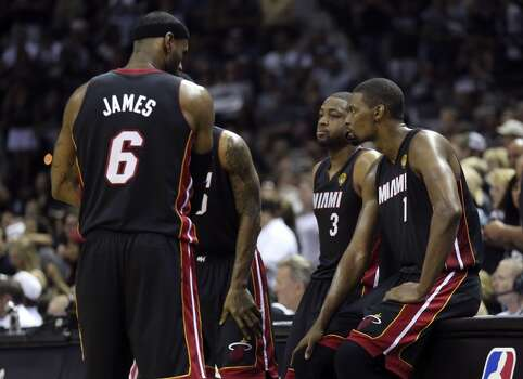 The Miami Heat try to regroup after going down by double digits during the third quarter in Game 5 of the 2014 NBA Finals Sunday June 15, 2014 at the AT&T Center. Photo: Edward A. Ornelas, San Antonio Express-News