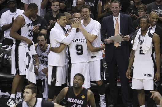 San Antonio Spurs' Danny Green (left) and Tiago Splitter congratulate Tony Parker in the closing moments of Game 5 against the Miami Heat to win the 2014 NBA Finals at the AT&T Center on Sunday, June 15, 2014. (Kin Man Hui/San Antonio Express-News) Photo: Kin Man Hui, San Antonio Express-News