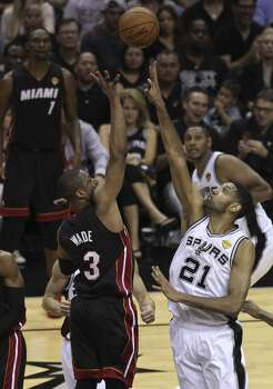 San Antonio Spurs' Tim Duncan attempts to block a shot by Miami Heat's Dwyane Wade in Game 5 of the 2014 NBA Finals at the AT&T Center on Sunday, June 15, 2014. (Kin Man Hui/San Antonio Express-News) Photo: San Antonio Express-News