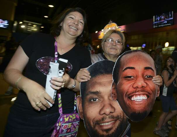 San Antonio Spurs fans celebrate after the Spurs' victory over Miami in the NBA Finals in the AT&T Center on Sunday, June 15, 2014. Photo: San Antonio Express-News