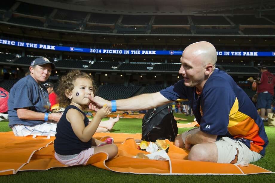 Madison McCurley, 2, and her father, Matt, share lunch. Photo: Brett Coomer, Houston Chronicle