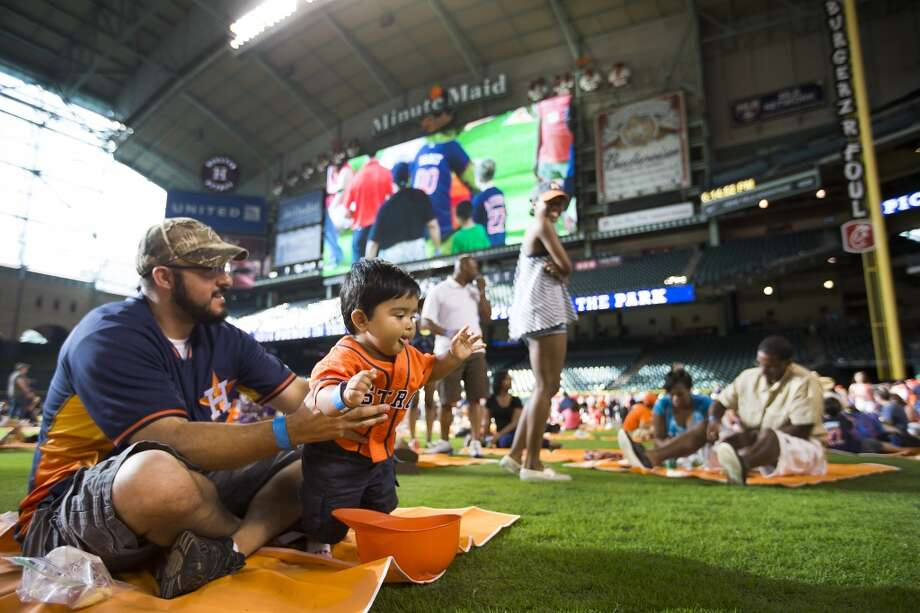 Rodney Soto holds his son, Noah. Photo: Brett Coomer, Houston Chronicle