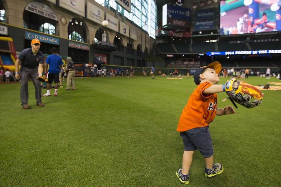 Carson Haring, right, plays catch with his dad, Duane. Photo: Brett Coomer, Houston Chronicle