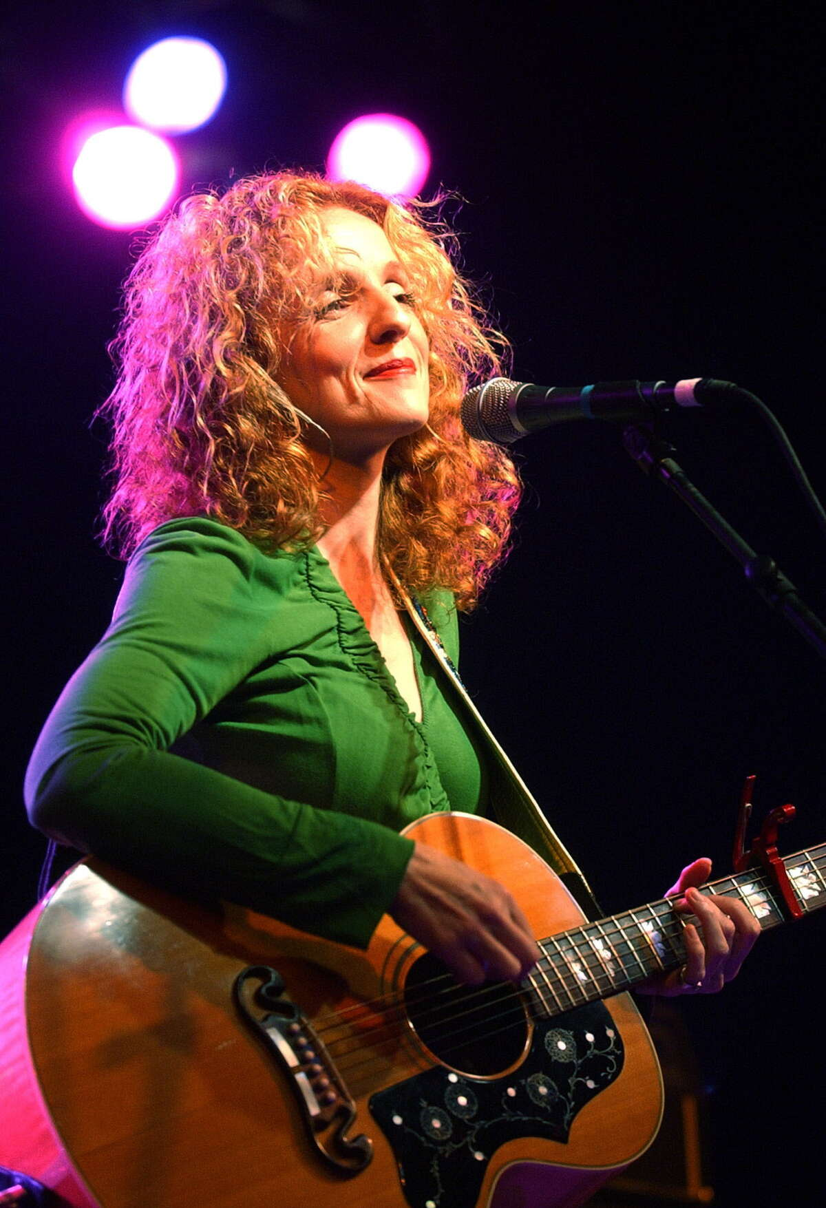"""**FILE**Patty Griffin performs during a charity benefit concert at the Austin Music Hall in Austin, Texas, on Jan. 9, 2005. The Atlantic Theater Company has a new musical in the works -- """"10 Million Miles"""" -- with a score by Griffin, whose most recent album is """"Children Running Through."""" The off-Broadway show will open June 14 at the Atlantic's Chelsea theater. Preview performances begin May 11, 2007.(AP Photo/Kelly West)"""