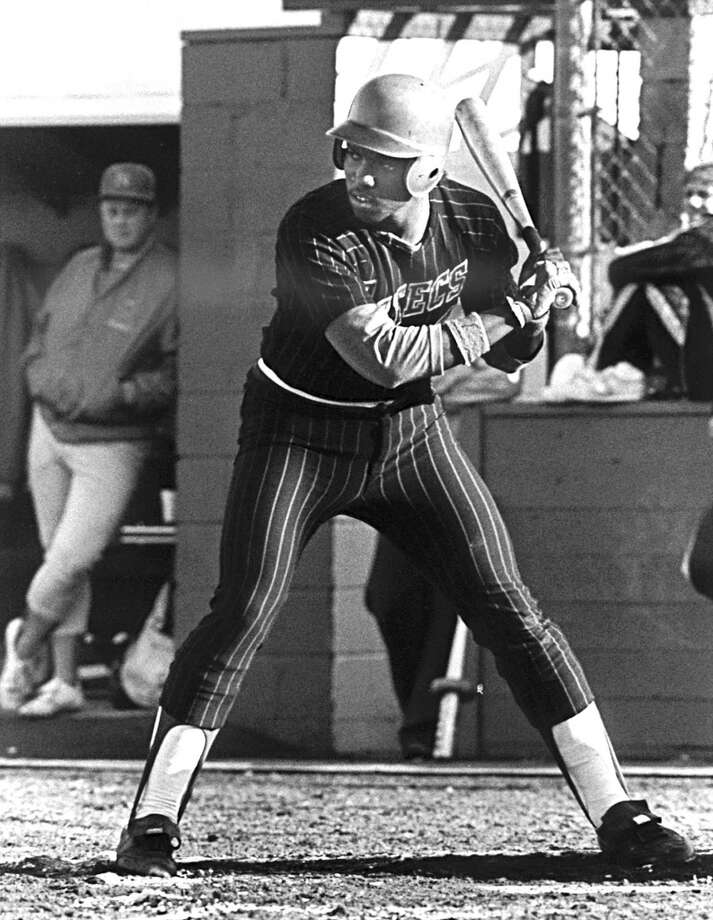 Circa 1979-81: Outfielder Tony Gwynn of San Diego State University readies for the pitch. Photo: Collegiate Images, Collegiate Images/Getty Images