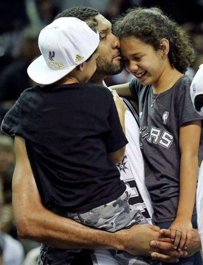 Spurs forward Tim Duncan shares his great satisfaction with his children Draven (left) and Sydney on Sunday night at the AT&T Center after helping the franchise earn its fifth NBA title. Photo: Edward A. Ornelas / San Antonio Express-News / © 2014 San Antonio Express-News