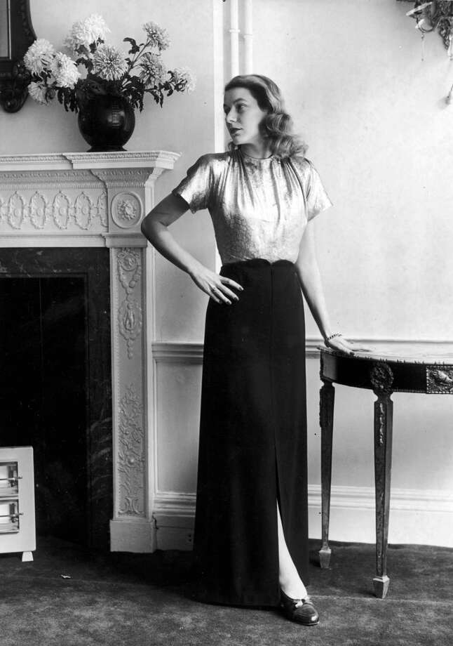 1945A lamé evening top teamed with a long black skirt with a front slit to the knee. Photo: William Vanderson, Getty / Hulton Archive